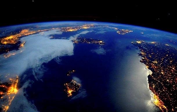 Астронавты NASA попытались убедить рэпера, что Земля — круглая