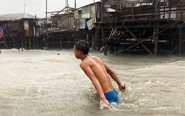 Филиппины накрыл тайфун, 140 тысяч эвакуированных
