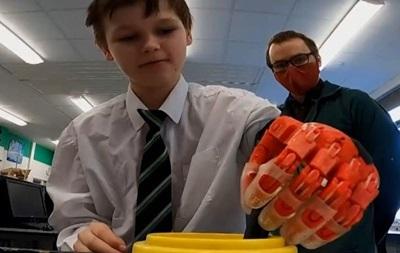В Британии учитель распечатал протез для школьника