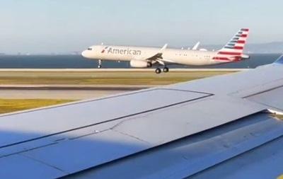 В США самолеты с пассажирами устроили гонку при посадке